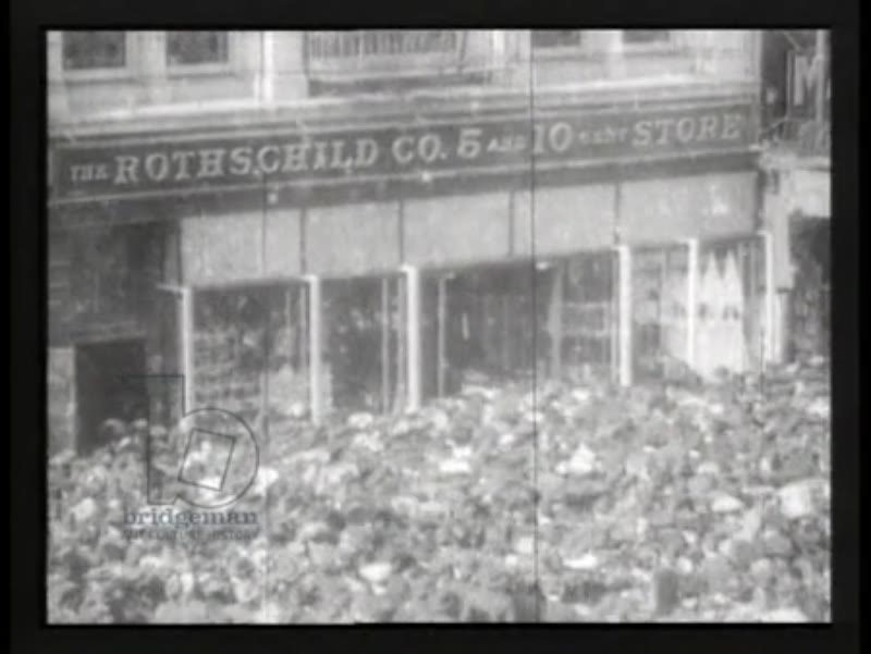 The crowds on bargain day on 14th St, Manhattan, New York, 1905 - early Thomas Edison film