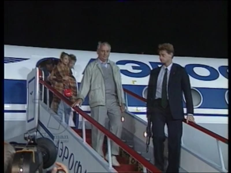 Gorbachev and his family arrive in Moscow after being held in Foros, Moscow airport, August 1991