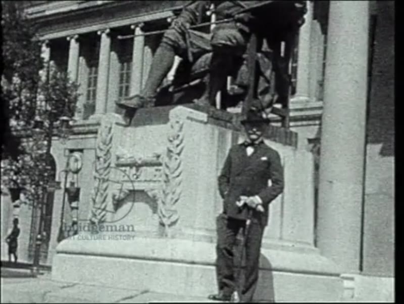 Philip and Lucy de László at the statue of Velázquez at The Prado; Madrid