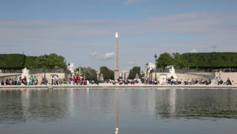 Concorde Square (Place de la Concorde), Pond