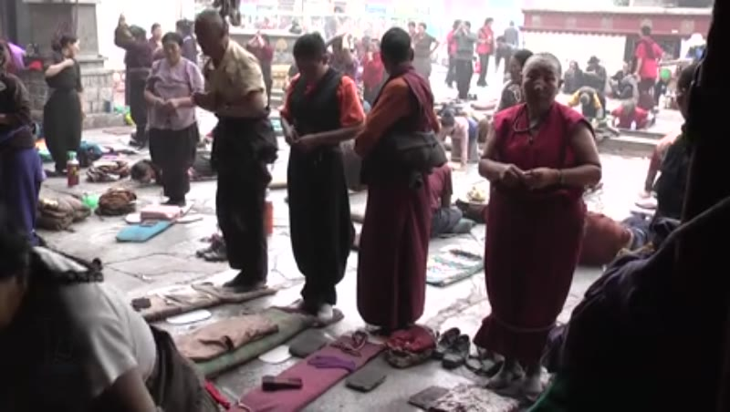 Many people doing Dandavats, Jokhang Temple, Lhasa, Tibet 1