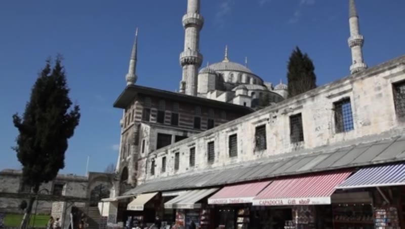 Blue Mosque, Sultan Ahmed Mosque, Sultanahmet Camii, Market below the Blue Mosque