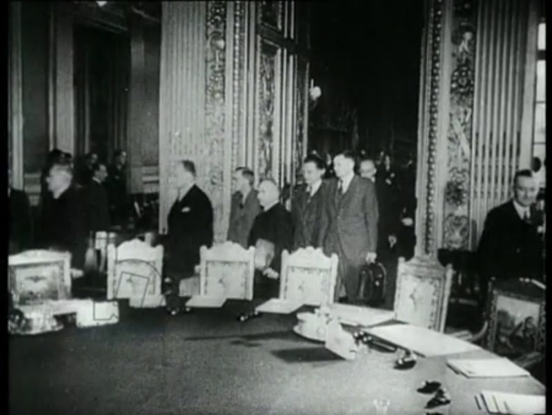 The ministers of Foreign Affairs of France, America, England and the Soviet Union attend a peace conference. The ministers discuss the peace treaties with Germany