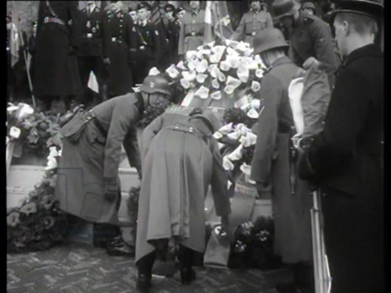 The funeral of lieutenant general Seyffardt of the Dutch legion of volunteers. Seyffardt was shot dead by the Dutch Resistance.