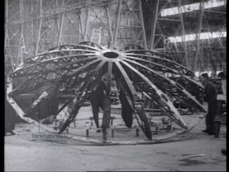 Construction of the R100 airship, 1927