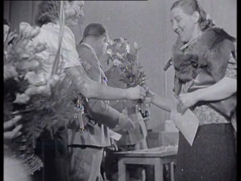 Schmidt hands out medals to German mothers on behalf of Hitler