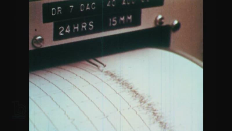 1970s needle records wavelength on drum