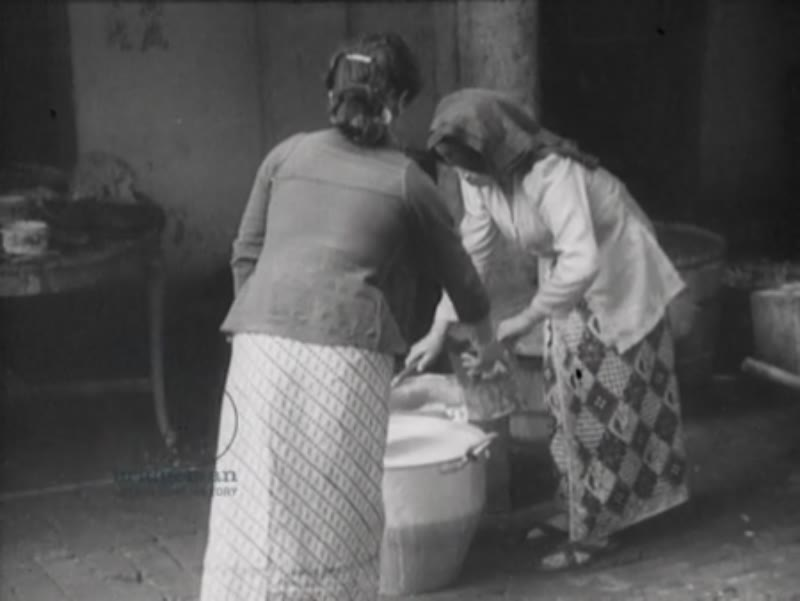 The preparation of rice bread by a Chinese family.